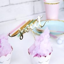 Cupcake Topper love